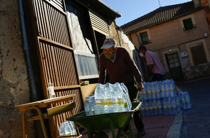 Every Monday, the villagers walk to the main square in Lastras to buy multipacks of mineral water in 1.5 litre bottles